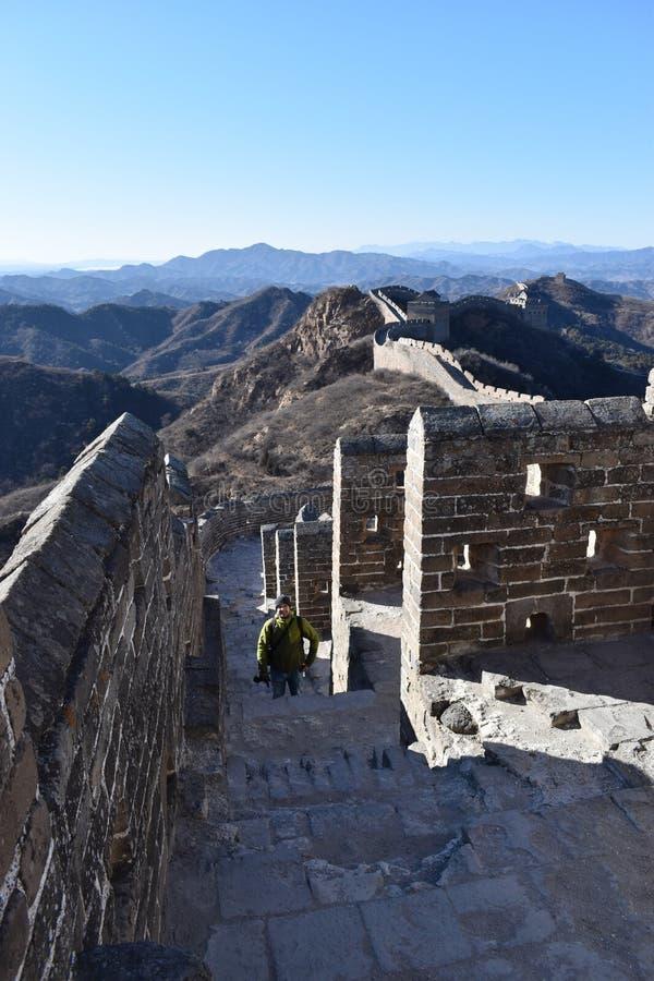 Panorama de la Gran Muralla en Jinshanling en invierno cerca de Pekín en China imagen de archivo