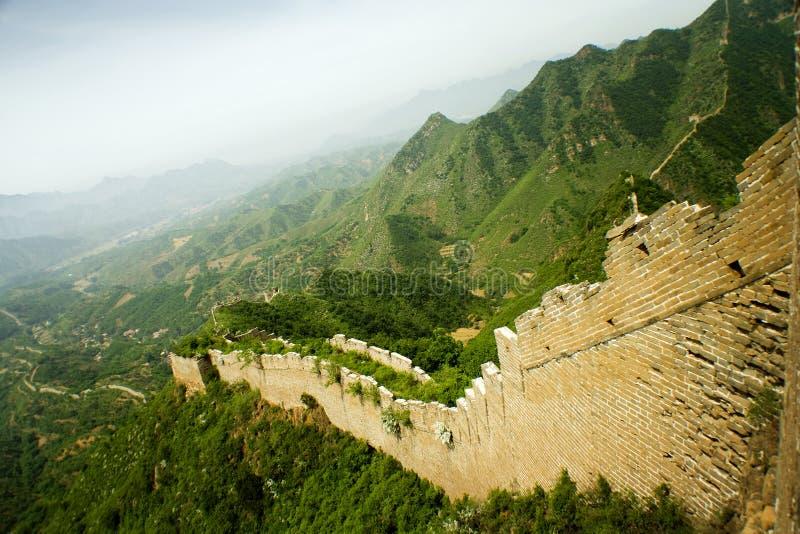 Panorama de la Gran Muralla, enrollando en las montañas fotografía de archivo