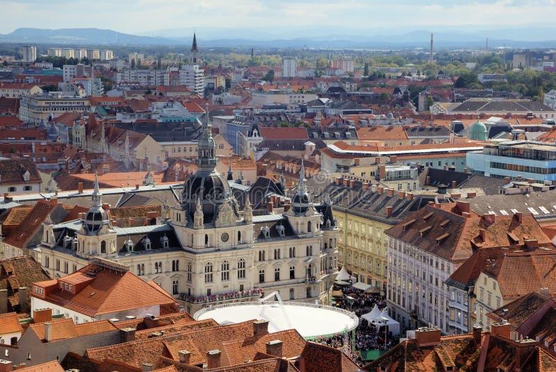 Panorama de la Graz con el ayuntamiento fotos de archivo libres de regalías