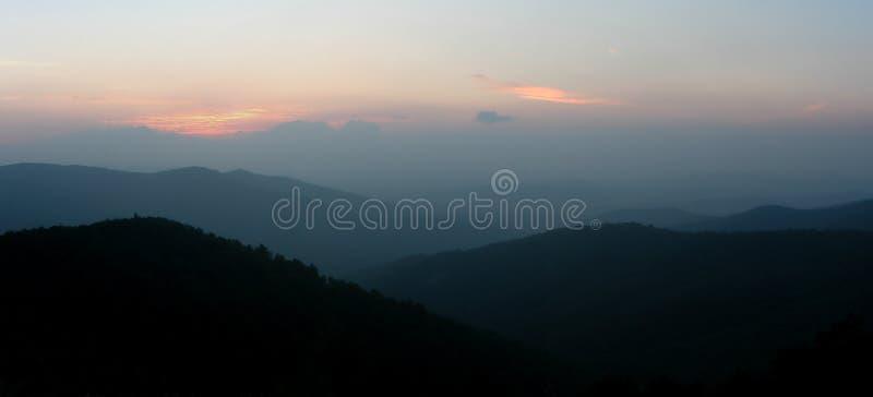 Panorama de la montaña fotos de archivo