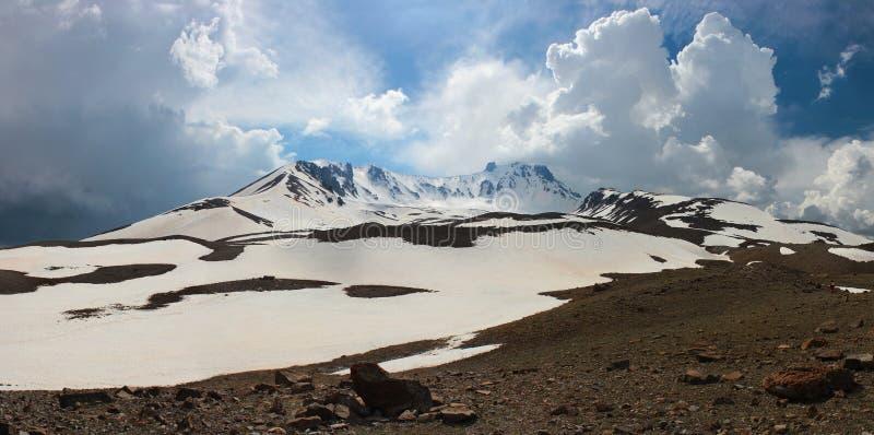 Panorama de la montaña de Erciyes, Turquía fotografía de archivo