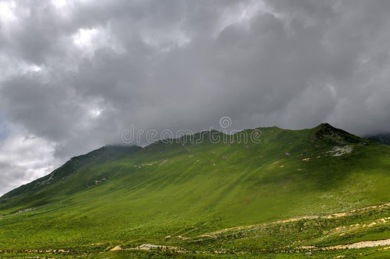 Panorama de la montaña - Kazbegi, Georgia foto de archivo