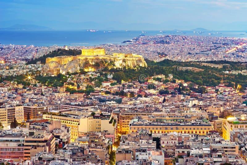 Panorama de la noche de Atenas fotografía de archivo