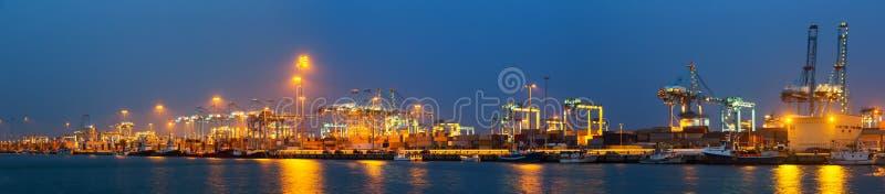 Panorama de la noche del puerto industrial fotografía de archivo libre de regalías