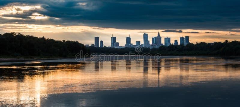 Panorama de la noche de Varsovia imágenes de archivo libres de regalías
