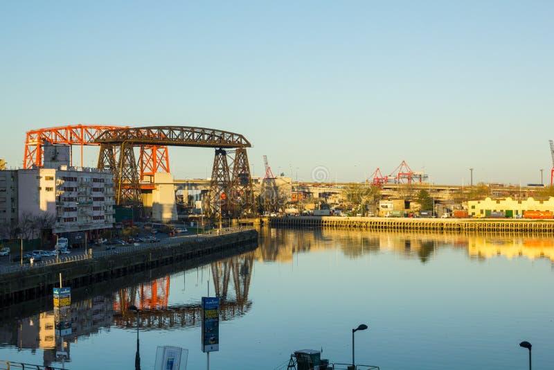 Panorama de la partie industrielle de La Boca, avec des grues du p photo stock