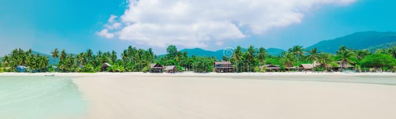 Panorama de la plage tropicale en KOH Phangan, Thaïlande images libres de droits