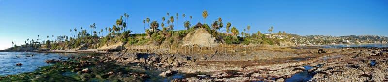 Panorama de la playa de la pila de la roca, del parque de Heisler y del Laguna Beach. imágenes de archivo libres de regalías