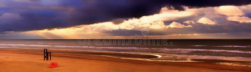 Panorama de la puesta del sol imagenes de archivo