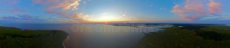 Panorama de la puesta del sol imagen de archivo