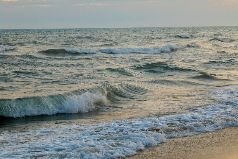 Panorama de la puesta del sol hermosa en el océano imagen de archivo libre de regalías