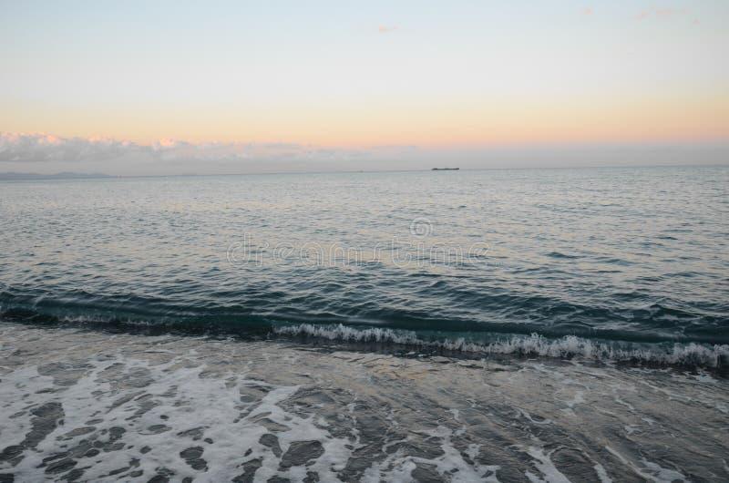 Panorama de la puesta del sol hermosa en el océano fotografía de archivo libre de regalías