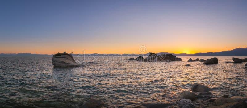 Panorama de la puesta del sol de la roca de los bonsais de Nevada fotografía de archivo