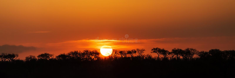 Panorama de la puesta del sol surafricana foto de archivo