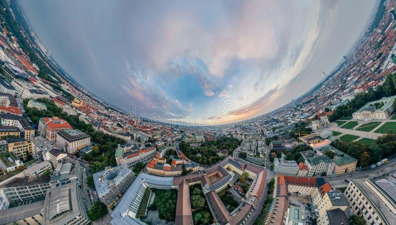 Panorama de la realidad virtual del vr del abejón 360 del aire de la ciudad de Munich fotografía de archivo