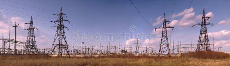Panorama de la subestación de alto voltaje Prisionero de guerra eléctrico de la distribución imágenes de archivo libres de regalías