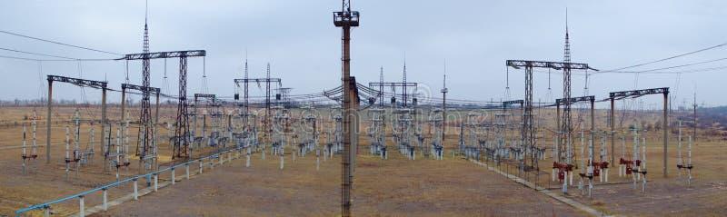 Panorama de la subestación eléctrica fotos de archivo