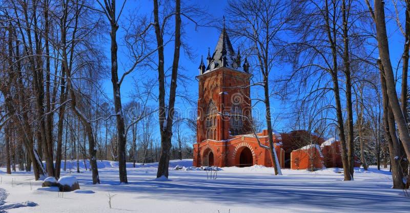 Panorama de la torre de la capilla en Alexander Pushkin Park imágenes de archivo libres de regalías