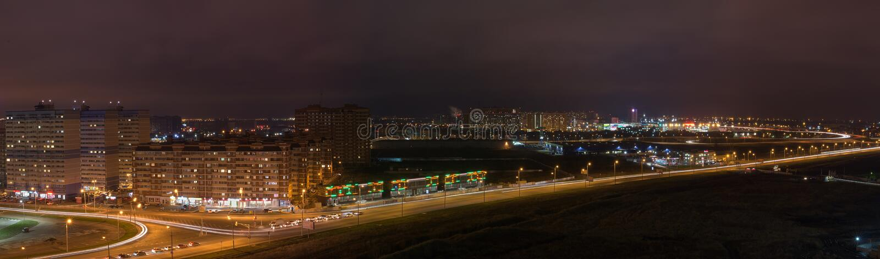 panorama de la ville de nuit photographie stock libre de droits