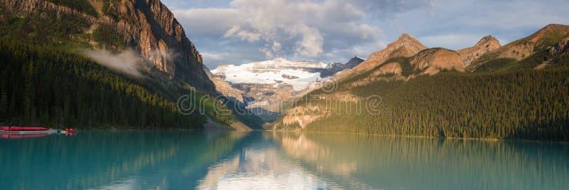 Panorama de Lake Louise foto de stock royalty free