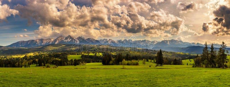 Panorama de las altas montañas de Tatra en Polonia imágenes de archivo libres de regalías