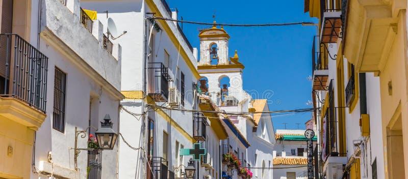 Panorama de las casas blancas y amarillas en Córdoba fotos de archivo