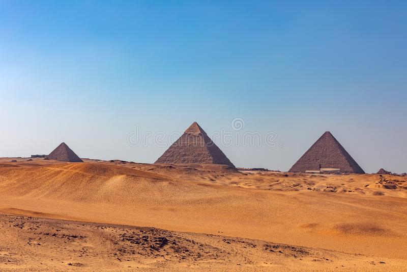 Panorama de las grandes pir?mides de Giza, Egipto foto de archivo libre de regalías