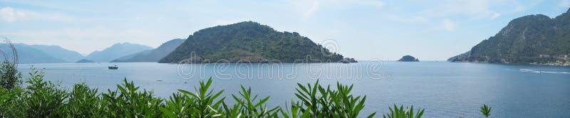 Panorama de las islas del Egeo y de la costa costa hermosa fotografía de archivo