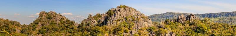 Panorama de las montañas, Suan Hin Pha Ngam, aka Kunming de Loei en la provincia de Loei tailandia fotos de archivo