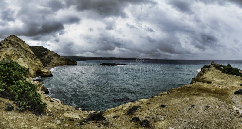 Panorama de las montañas y de la playa de Grecia Rodas imagen de archivo