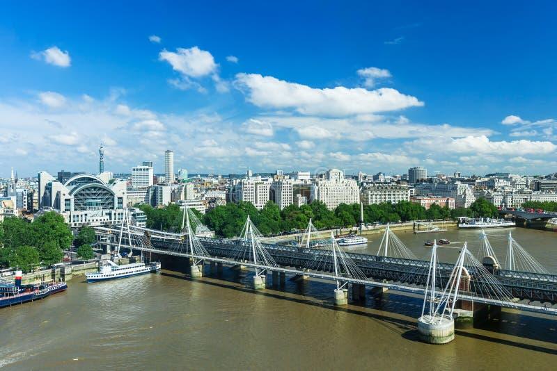 Panorama de Londres com Victoria Embankment no rio Tamisa, Reino Unido fotografia de stock