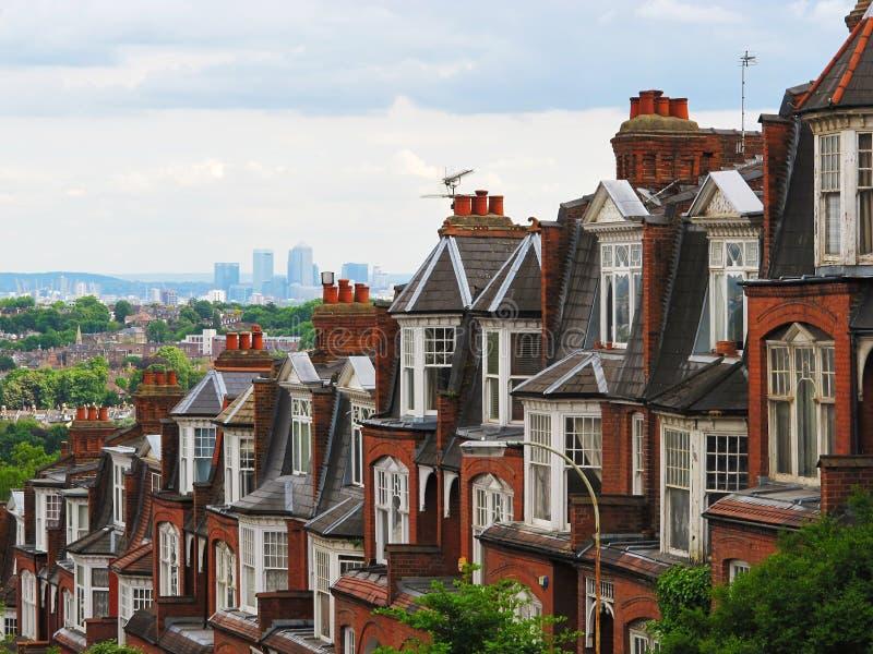 Panorama de Londres de la colina con las casas del ladrillo, Londres, Reino Unido de Muswell foto de archivo