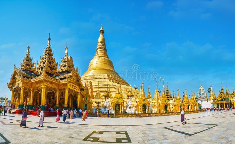 Panorama de los argumentos de la pagoda de Shwedagon, Rangún, Myanmar imagenes de archivo