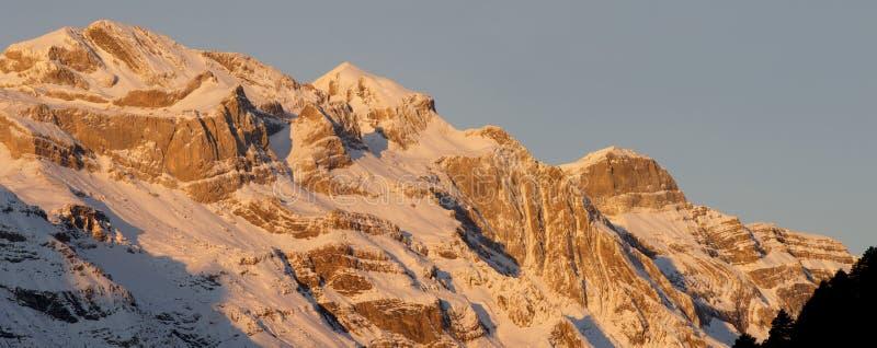 Panorama de los Pyrenees fotografía de archivo