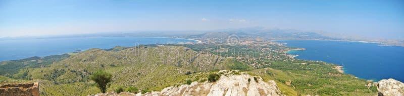 Panorama de Majorca, península Victoria, bahía de Pollenca/de Alcudia fotos de archivo
