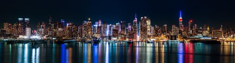 Panorama de Midtown de New York par nuit image libre de droits