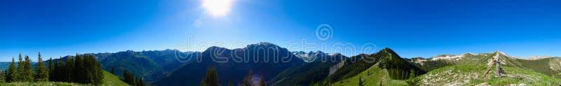 Panorama de montañas rocosas imagen de archivo libre de regalías