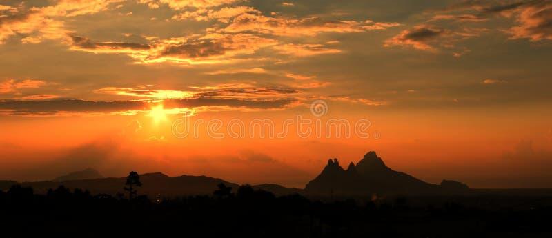 Panorama de montagne images stock