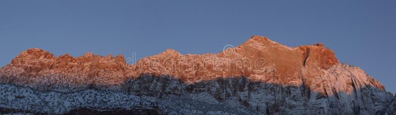 Panorama de montagne de Springdale Utah à la première aube image stock