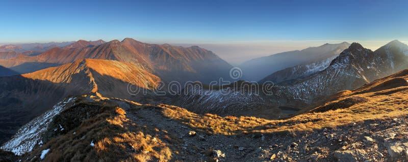 Panorama de montagne de Volovec maximal dans Tatras occidental photographie stock