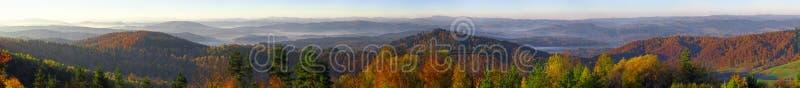 Panorama de montagnes de Bieszczady de colline de Wujskie photos libres de droits
