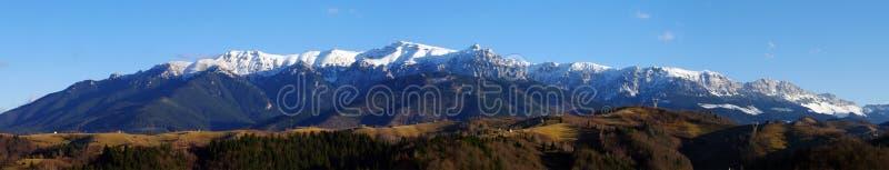 Panorama de montagnes de Bucegi photo libre de droits