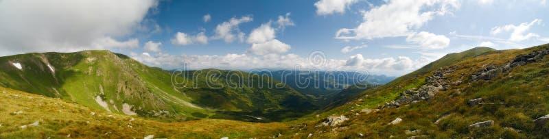 Panorama de montanhas de Ucrânia fotografia de stock royalty free