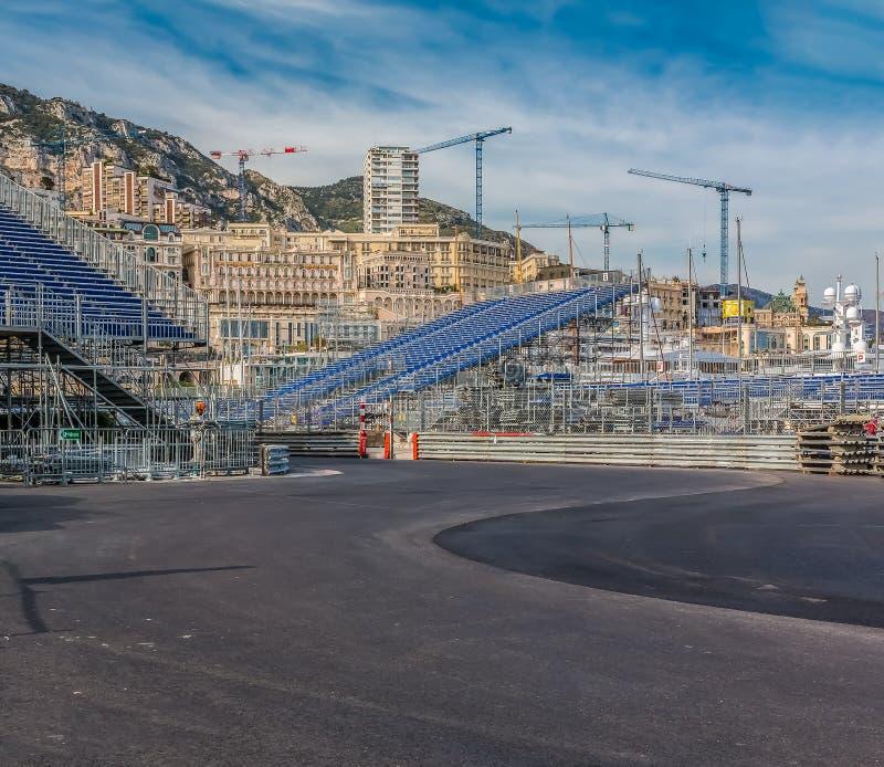 Panorama de Monte - de Carlo com iate luxuosos e suportes grandes pelo no porto para a raça de Grand Prix F1 em Mônaco, costa d&# fotos de stock royalty free