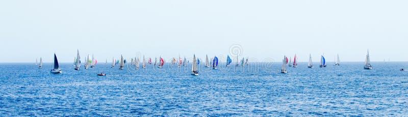 Panorama de navegar los yates durante la regata Brindisi Corfú 2019 fotografía de archivo