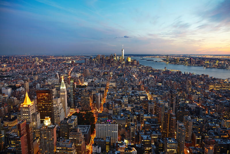 Panorama de New York City na noite Manhattan na noite fotos de stock