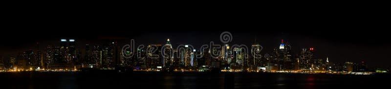 Panorama de New York - linha do céu de Manhattan na noite fotos de stock