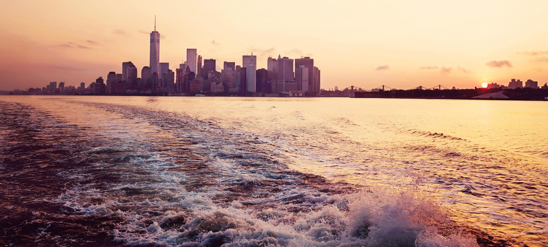 Panorama de New York no nascer do sol fotos de stock royalty free