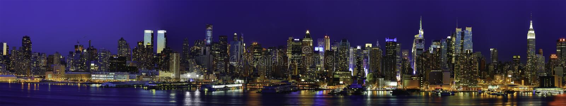 Nueva York Manhattan Panaroma en la noche imagenes de archivo