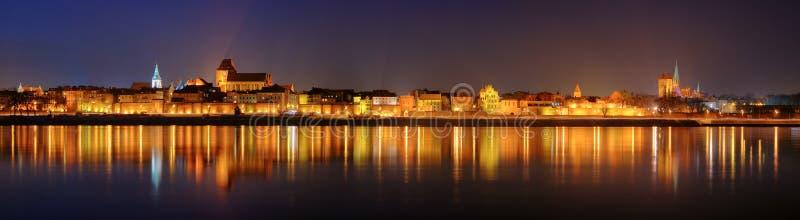 Panorama de nuit à Torun image stock